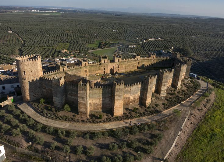 CASTLES OF SPAIN (2) - Castillo de Baños de la Encina #Jaén                                                                                                                                                     Más