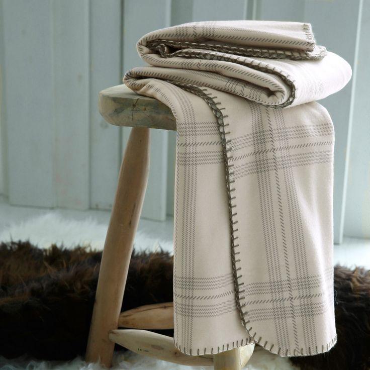 17 meilleures id es propos de plaid pour canap sur pinterest travail de vente au d tail. Black Bedroom Furniture Sets. Home Design Ideas