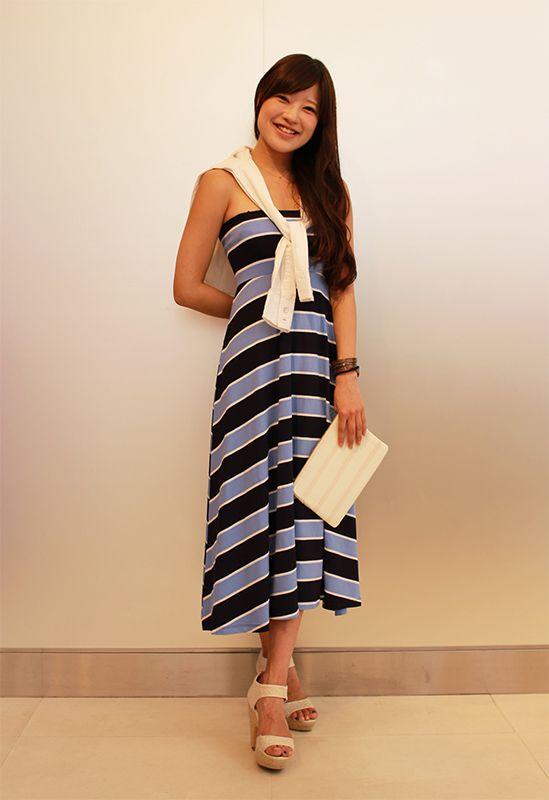 【フラッグシップ銀座スタッフ注目コーデ】 夏に人気のベアトップドレスが主役の大人のリゾートスタイル。白の小物と合わせて更に清涼感アップ!海や夏の旅行に欠かせない1枚です。 ドレス (Color:ブルーXネイビー/¥5,900/ID:962946/着用サイズ:XS) シャツ (Color:ホワイト/¥6,900/ID:960128/着用サイズ:XXS) クラッチ (Color:ホワイト/¥3,900/ID:981357) その他:参考商品 スタッフ身長:157cm  ■オンラインストアはこちら http://www.gap.co.jp/browse/subDivision.do?cid=5643 ■フラッグシップ銀座 http://loco.yahoo.co.jp/place/g-BfhjYGGE7Eo/