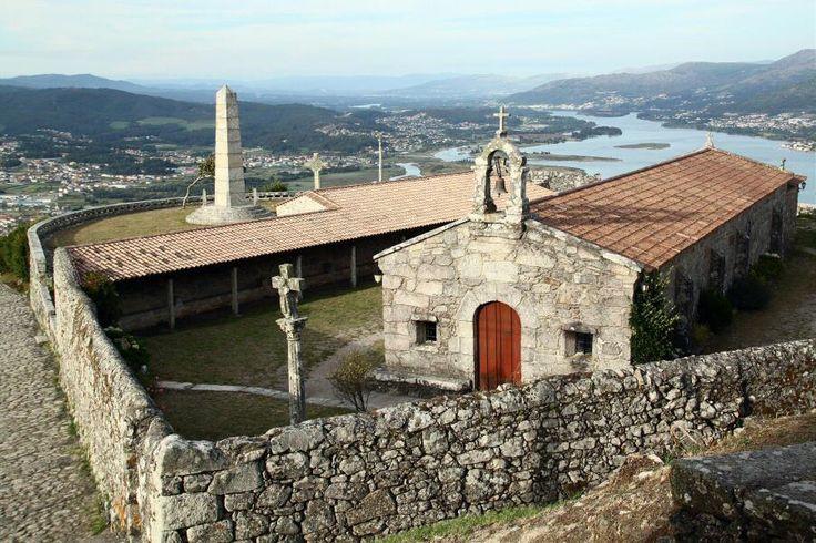 http://guias-viajar.com/ Ermita en el Monte Santa Tecla en Galicia