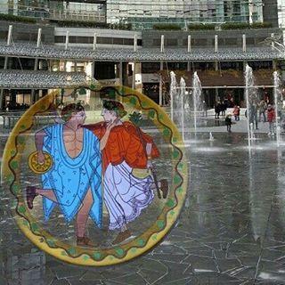 Dancing in the rain. From an Etrusca mirror. Da uno specchio etrusco. #etruscans #etruschi #specchi #mirrors #danza #dance #terracotta #piatti #plate #fontana #fountain #pioggia #rain