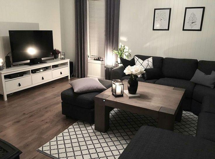 Dunkles Möbel elegantes Wohnzimmer. Und dieser Ti…