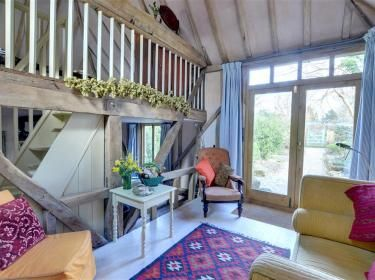 The Potting Shed. Bleached wood, cosy corners and hops!   http://www.cottageholidays.co.uk/cottage/cb602-potting-shed?nights=7#