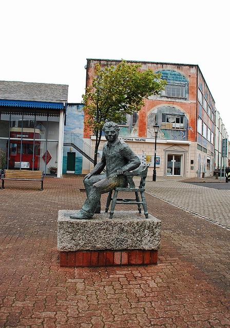 Dylan Thomas statue, Swansea by Jainbow, via Flickr