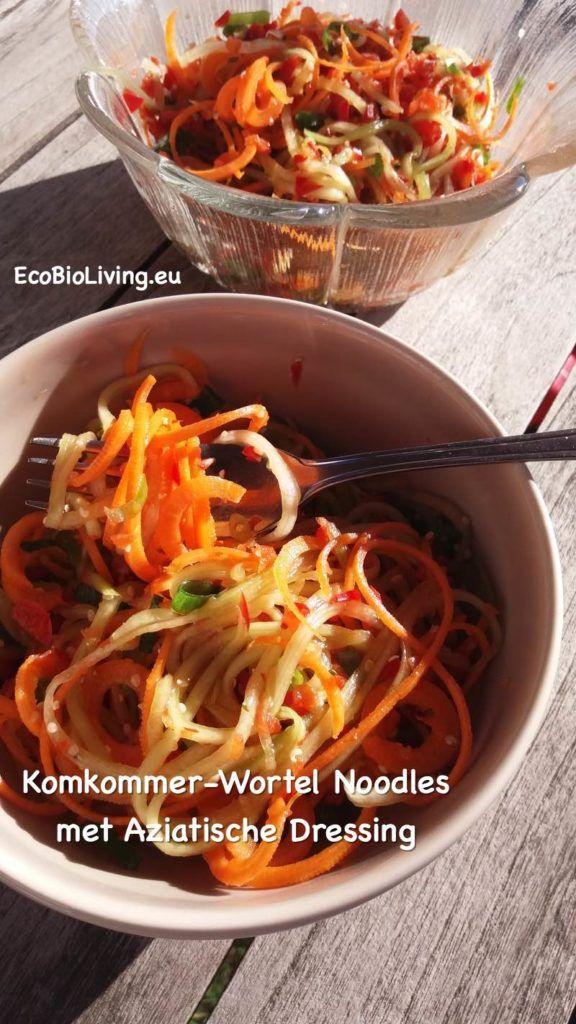 Komkommer-wortel noodles met Aziatische dressing - gezonde rauwkost