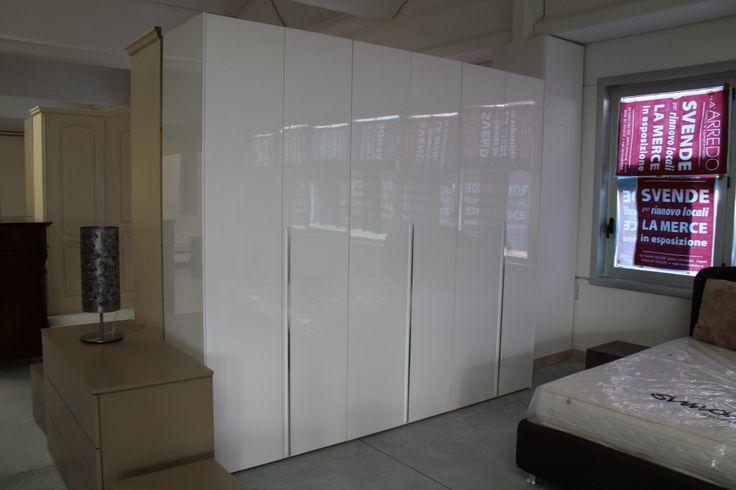 http://www.darredofranzese.com/products-page/la-notte/moderno-la-notte-2/armadi-moderno-la-notte-2/armadio-6-ante-laccato-lucido-cassettiera/