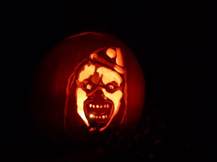 Pin by mar bel on halloween pumpkin carving pinterest for Creepy clown pumpkin stencil