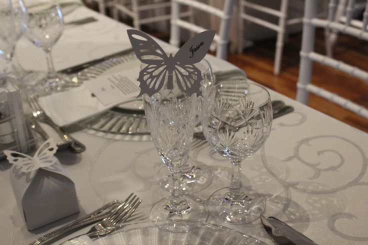 More crystal to compliment the crystal décor on the tables