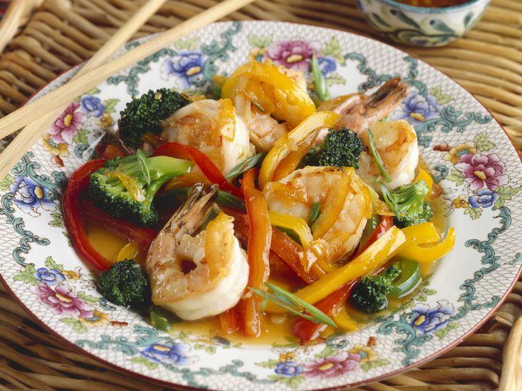 Raffiniert: Alles Gute kommt hier aus einer Pfanne. Garnelen mit Brokkoli - smarter - Kalorien: 300 Kcal - Zeit: 45 Min.   eatsmarter.de