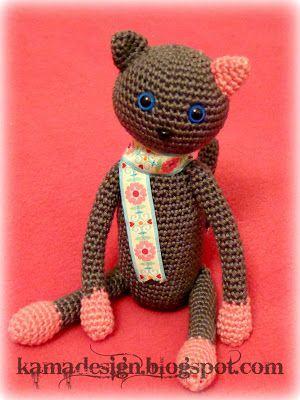 Crocheted kitty amigurumi for charity