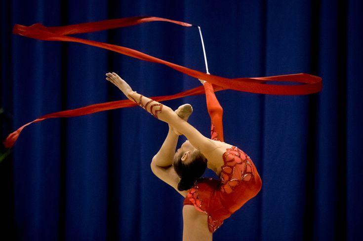 Ucraineanca Eleonora Romanova evoluează în proba de individual compus din cadrul Cupei Internaţionale Irina Deleanu la gimnastică ritmică, organizată la Sala Polivalentă din Bucureşti, vineri, 19 aprilie 2013. (  Andreea Alexandru / Mediafax Foto  ) - See more at: http://zoom.mediafax.ro/sport/best-of-sports-aprilie-2013-10867740#sthash.IFV5wIxk.dpuf