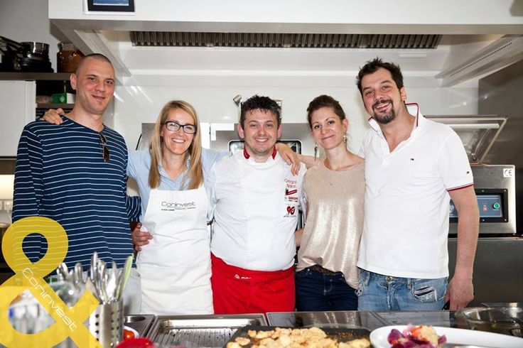 A Coninvest csapata is nagyon élvezte a közös főzést és Gregori derűs társaságát. / The Coninvest team also enjoyed the cooking with Gregori and the cheerful mood at the workhop. #kitchen #gastro #chef #cooking