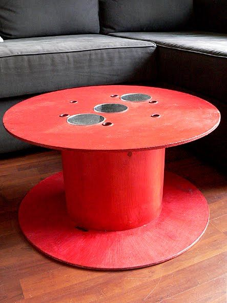 @Kelly Thoms-This is going to be our lego table! Gonna send S to find one this weekend. And I am gonna grab some buckets from the dollar spot.   table-basse-bobine-edf-recuperation-brocante-customisation-bricolage.jpg (443×591)