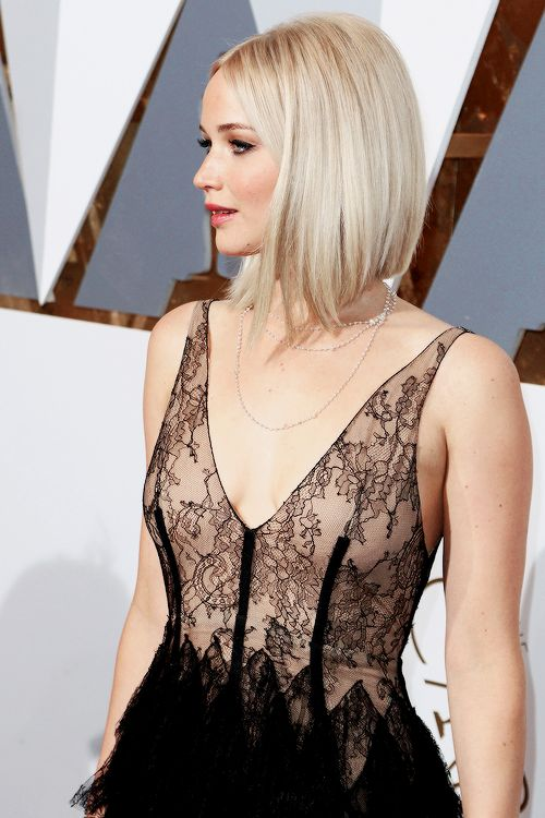 Jennifer Lawrence attends the 88th Annual Academy Awards at Hollywood & Highland Center on February 28, 2016 in Hollywood, California