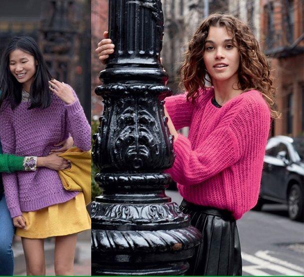 Фиолетовое пальто, горчичный пуловер, черные брюки