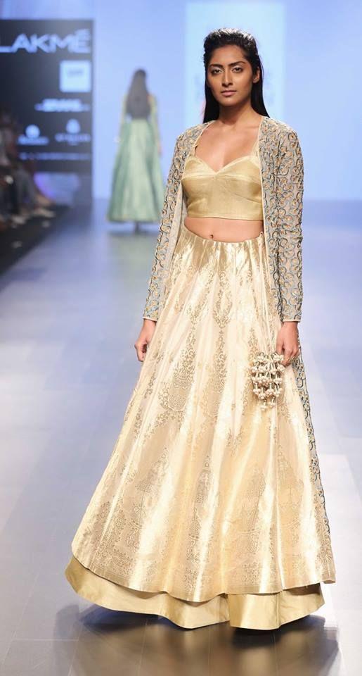 sva_lakme-fashion-week_indian-fashion-online_indian-fashion-blog_scarlet-bindi_neha-oberoi6.jpg (515×960)