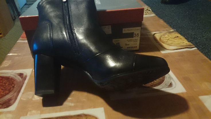 Новые женские зимние ботинки  Челябинск  Продам новые женские зимние ботинки CARNABY, 38 размер. Цвет чёрный. Материал верха натуральная кожа. Натуральный мех. Высота каблука около 7 см. Куплены в магазине CHESTER. Торг.