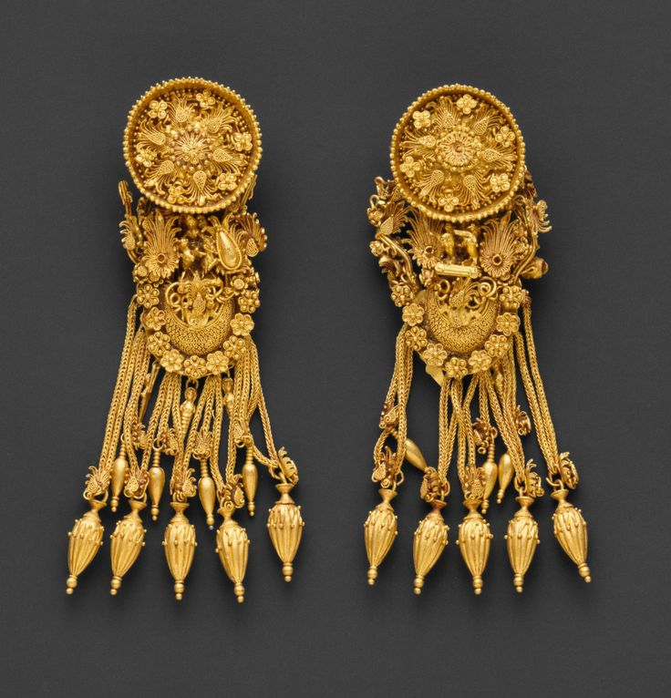 Pair of gold earrings from East Greece   ca. 300 BC, Hellenistic period   Gold.