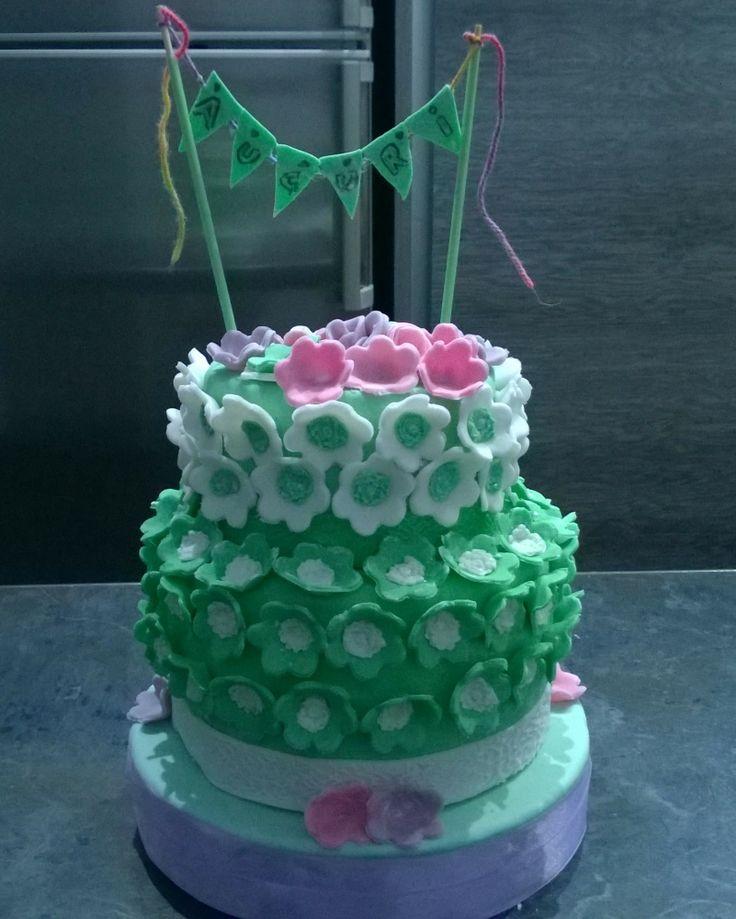 Cakes, torta, pasta di zucchero, fondant, mmf, pdz, petali, fiori, flowers, birthday, compleanno, Pink, rosa ,green, verde, bandierine,