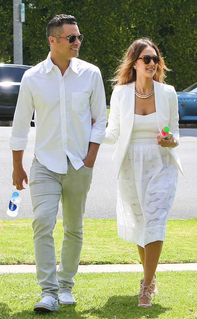 Lovahs Cash Warren and Jessica Alba hit up a pal's wedding looking summery chic and perfectly shady! Obsessed with their sunnies!