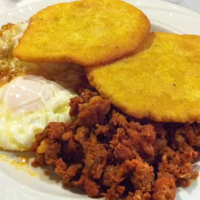 Huevos fritos con tortos y picadillo. Gastronomia asturiana. Spanish food.
