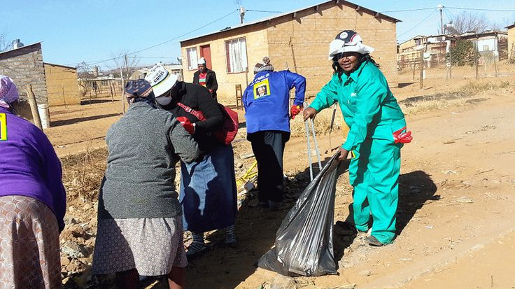 Cleaning open spaces in Lesedi Local Municipality ext. 23 and 26 for Mandela Day. Gif: Katty Rakitla