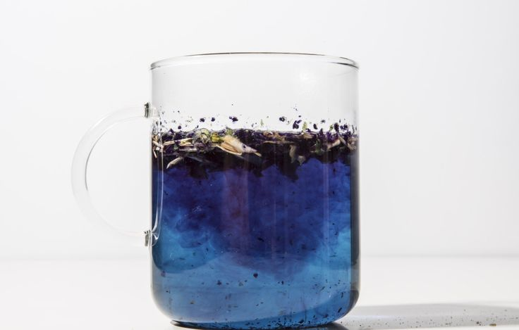 Butterfly pea flower (Bunga telang) tea - changes color with lemon acids