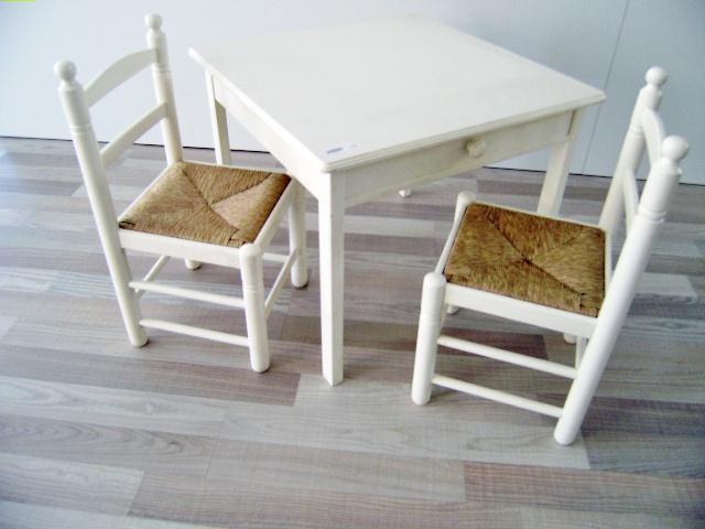 Conjunto mesa y sillas VTV, blanco lacado.