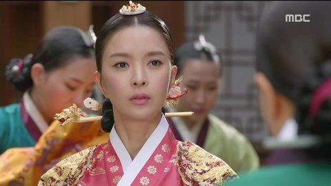 Splendid Politics (Hangul: 화정; hanja: 華政; RR: Hwajeong) is a 2015 South Korean television series starring Cha Seung-won, Lee Yeon-hee, Kim Jae-won. It aired on MBC. Prince Gwanghae, son of a concubine, usurps the Joseon throne from his father King Seonjo's direct bloodline. Gwanghae executes the favored legitimate son, and exiles his half-sister Princess Jeongmyeong. Banished from the palace, Jeongmyeong lives as a commoner disguised as a man while plotting her revenge. 인목대비 신은정