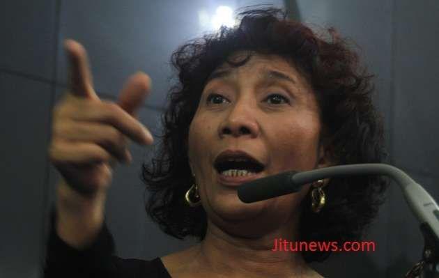 Perwakilan nelayan dari Jawa Tengah menuntut Kementerian Kelautan dan Perikanan untuk membuktikan cantrang sebagai alat tangkap yang tidak ramah lingkungan.   Apabila terbukti, mereka akan setuju untuk mengikuti kebijakan mengenai larangan penggunaan alat tangkap trawl dan cantrang yang diatur dalam Peraturan Menteri No. 2 Tahun 2015.  Read more: http://www.jitunews.com/read/8899/nelayan-tuntut-bukti-cantrang-tidak-ramah-lingkungan#ixzz3QZQmxMfA ~ @jitunews #Jitu #JituNews #InfoJitu…