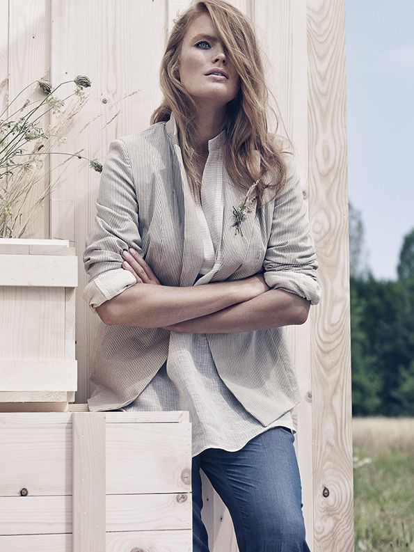Lightweight yarn-dyed striped linen shirt with mandarin collar, V-neck, long sleeves with cuffs and buttons.