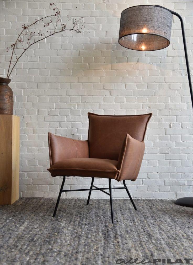 Leren fauteuil Mart in stoer Cognac leer en met zwarte poten - Woonwinkel Alle Pilat