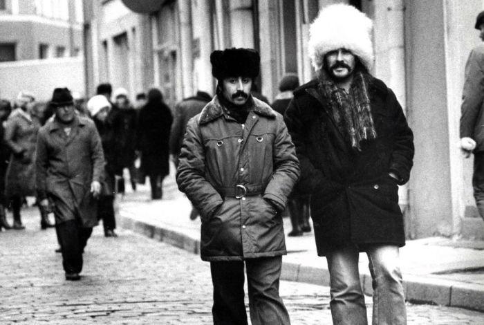 Karvahatut ja korkeat korot ovat katoamassa Tallinnasta – kuvakooste Viron muodista Neuvostoaikainen muotitoimittaja Maimu Berg näkee yhteiskunnallisen järjestelmän muutoksen Tallinnan katukuvassa.