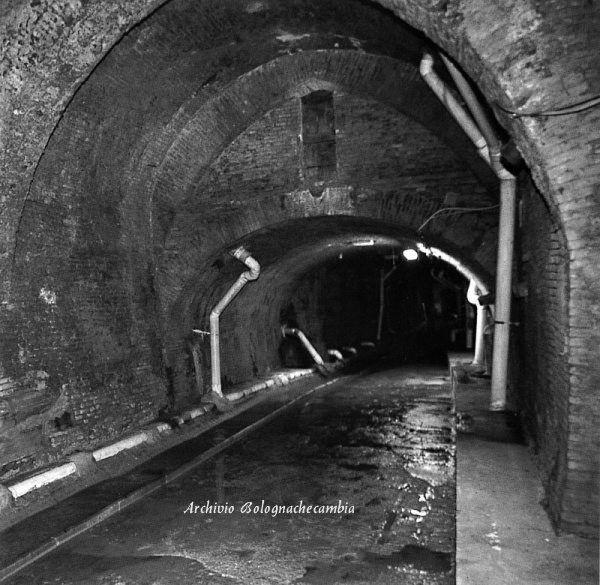 Bononia Aposa Underground river La riscoperta del corso sotterraneo = Realizzazione: anno 2000 - PROGETTO E DIREZIONE DEI LAVORI arch. Francisco Giordano