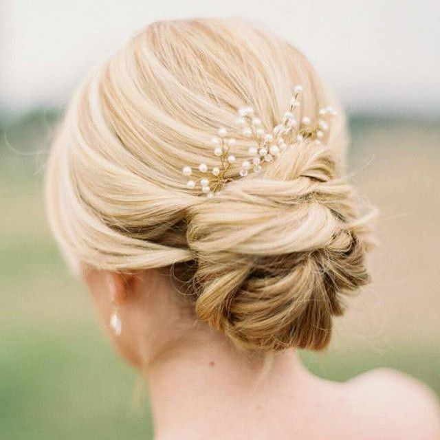 Perfect for a special occasion! @bridesandhairpins #hair #inspo #hairinspiration #bun #haircolour #blonde #blondehair #weddinghair #hairofinstagram #hairoftheday #hairfashion #hairtrend