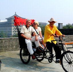 Rondreis China Steden Pop-Up  Tijdens deze avontuurlijke rondreis door China bezoek je naast imposante bouwwerken en miljoenensteden ook lekker eten en de bijzondere panda's. Je doorkruist het altijd fascinerende China. Je wandelt over de Chinese Muur en reist per trein naar Xi'an waar je oog in oog komt te staan met het beroemde Terracottaleger. Vervolgens reis je naar Chengdu waar je kennis kunt maken met de zeldzame en geliefde reuzenpanda.  EUR 1198.00  Meer informatie  #vakantie…