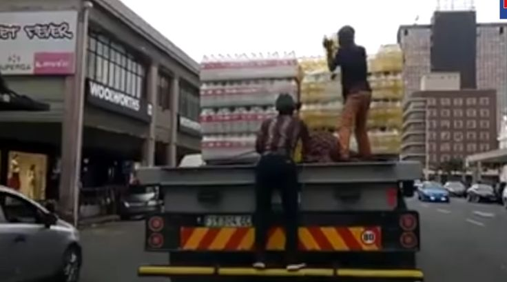 Watch: Brazen criminals rob a drinks truck, while it moving  When the thirst takes you... https://www.thesouthafrican.com/watch-brazen-criminals-rob-a-drinks-truck-while-it-moving-video/