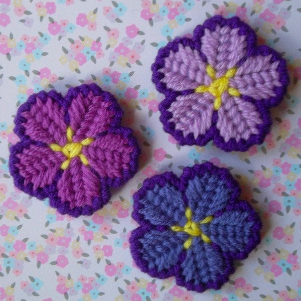Plastic Canvas: Mini Island Flower Magnets (set of 3) by ReadySetSewbyEvie on Etsy