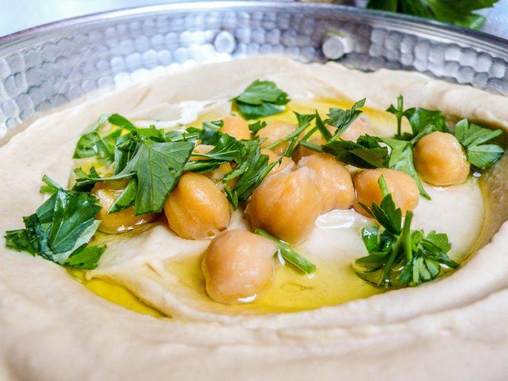 Jeg har altfor stor respekt for hummusens plass i særlig den arabiske og israelske matkulturen til å påstå at jeg, en liten nordmann, kan lage hummus som er like god som den de lager. Men jeg har s…