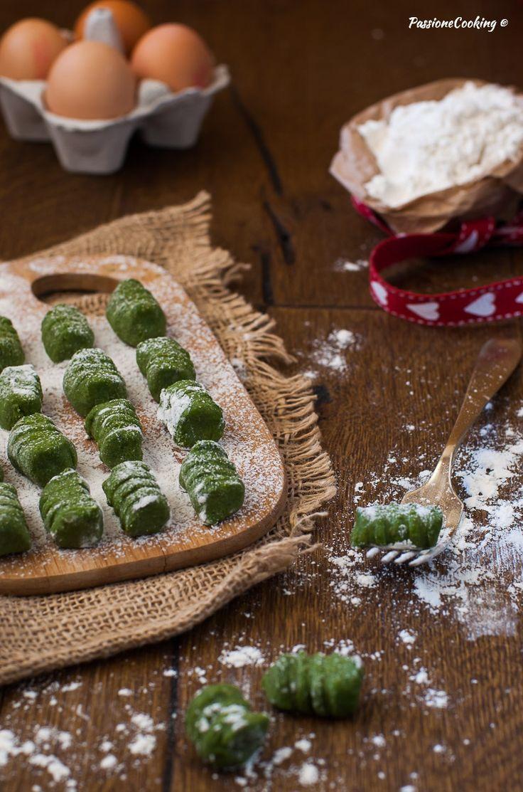 Gnocchi di biete erbette e patate  Schnittspinat-Kartoffelgnocchi  http://blog.giallozafferano.it/passionecooking/gnocchi-biete-erbette-patate/