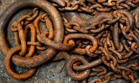 Rusted-chain-in-a-scrapya-007.jpg 460×276 pixels