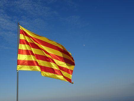 En la actualidad, se habla mucho de república e independencia en Cataluña, pero muchos no conocemos la historia.     Comencemos por con...