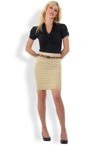 Abbigliamento da Donna  http://www.abbigliamentodadonna.it/gonna-moda-donna-aderente-p-950.html  Cod.Art.000966 - Gonna moda donna aderente dalla linea sobria e pulita, perfetta per una personalita' dal carattere forte e decisa, dal look formale, sia in situazioni di lavoro che per il tempo libero.
