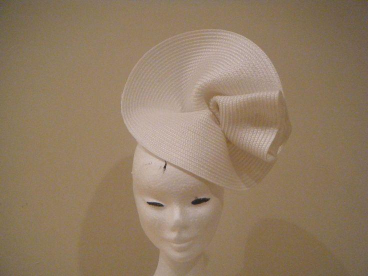 Hatinator Fascinator Spring Racing Wedding Headpiece White Derby Day  headband