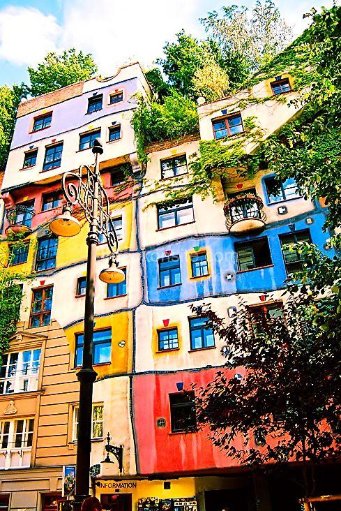 Hundertwasser House, Vienna Austria (1983-1986) / Friedensreich Hundertwasser - environmental architecture