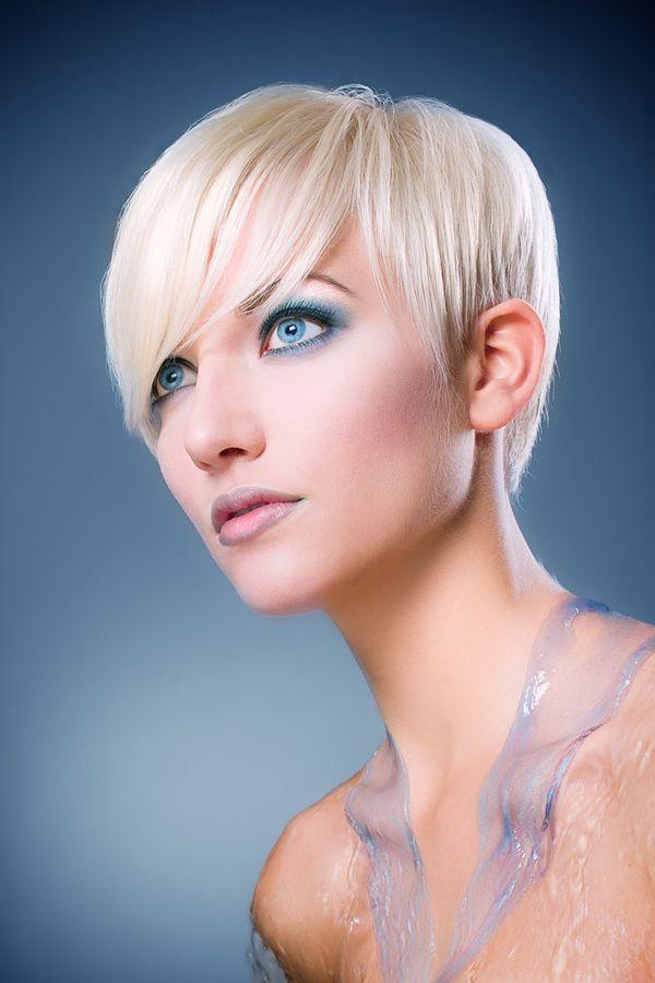 Blue EyeshadowHair Beautiful, Baby Blue, Blondes Hairstyles, Eye Makeup, Shorts Hair, Makeup Tips, Fine Hair, Blue Eyeshadows, Blondehairstyles054Jpg 426640