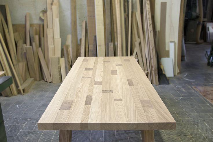 Tavolo artigianale  in massello di rovere mod. Tetrix. Solid wood table.