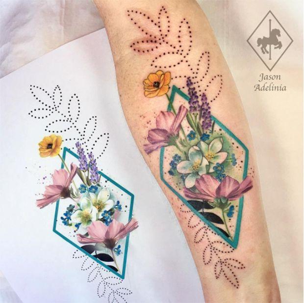 Uma fluidez espontânea toma conta do trabalho do tatuador inglês Jason Adelinia que cria lindos adornos botânicos coloridos quecelebram a natureza.