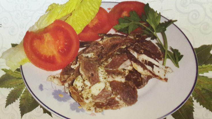 Kıbrıs Usulu Samarella Nasıl Yapılır tarifi ilk önce keçi eti bulmalısınız ve tuz ile aranız iyi olmalı çünkü Samarella tamamen tuz ile kurutulan bir pastırma çeşididir