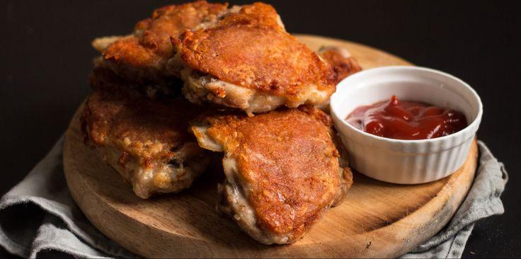 Как зажарить в духовке курицу с хрустящей корочкой - http://lifehacker.ru/2016/07/10/fried-chicken/